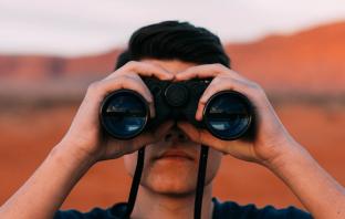 Jak znaleźć influencera? 9 narzędzi i platform współpracy z blogerami i influencerami